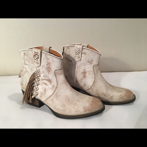 913fec7c778 NWT Bootie with side fringe size 8 NWT